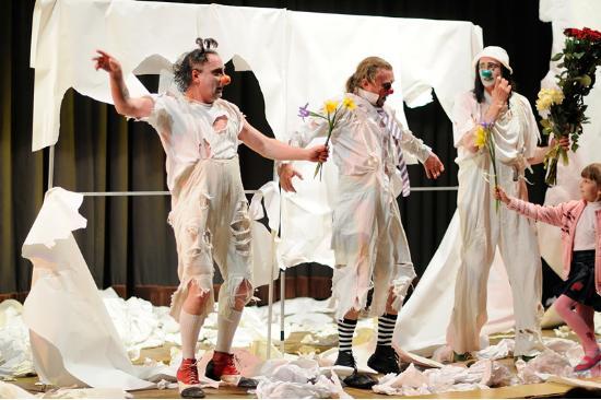 mimirichi剧团吸收世界顶级喜剧演员如玛索,卓别林,巴斯特基顿等的