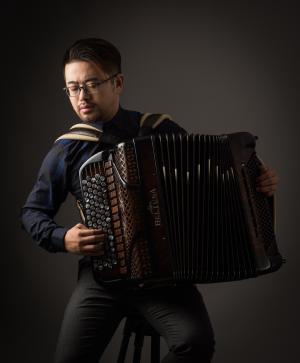 手风琴刘昭-5.png