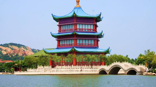 隆霞湖风景区