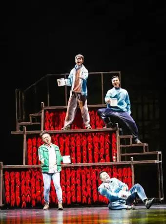 音乐剧《种在屋顶上的长春花》
