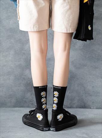 權志龍同款長筒刺繡小雛菊襪子