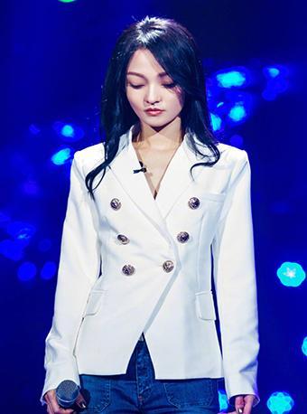 张韶涵同款白色西装外套
