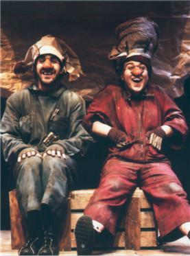 2017国家大剧院国际戏剧季:西班牙幽默肢体剧《神奇的纸沙草》