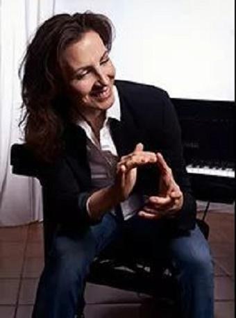 女钢琴家克里斯蒂娜独奏音乐会