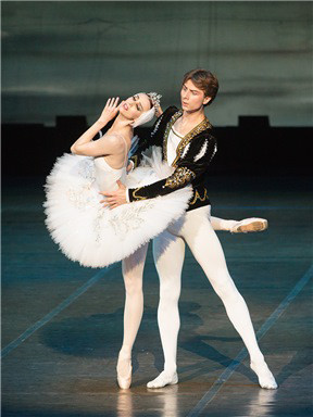第十七届相约北京艺术节闭幕式:白俄罗斯国家模范大剧院芭蕾舞团《天鹅湖》