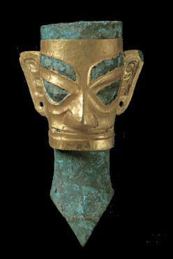 • 戴金面罩青铜人头像 • 三星堆博物馆藏 •