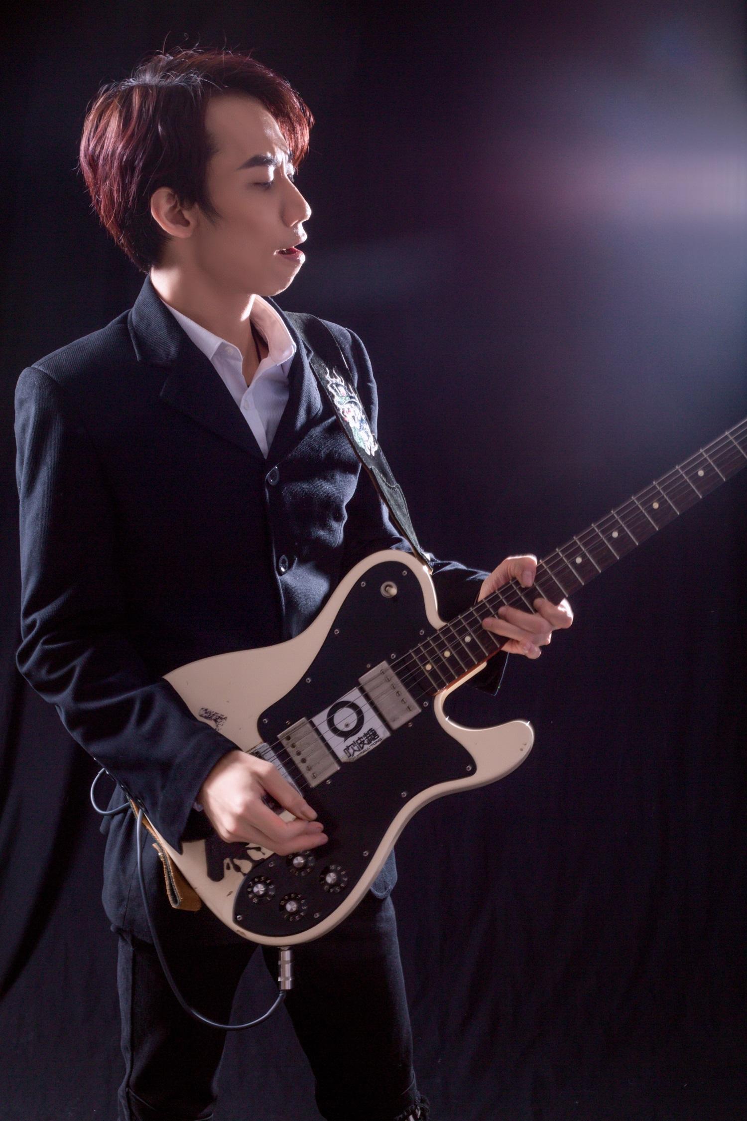 余乐夫吉他.jpg