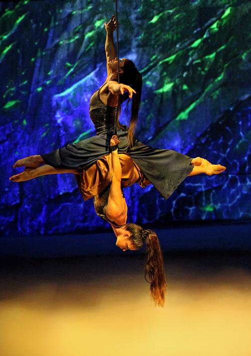 大型舞台秀《CAVALIA•舞马》